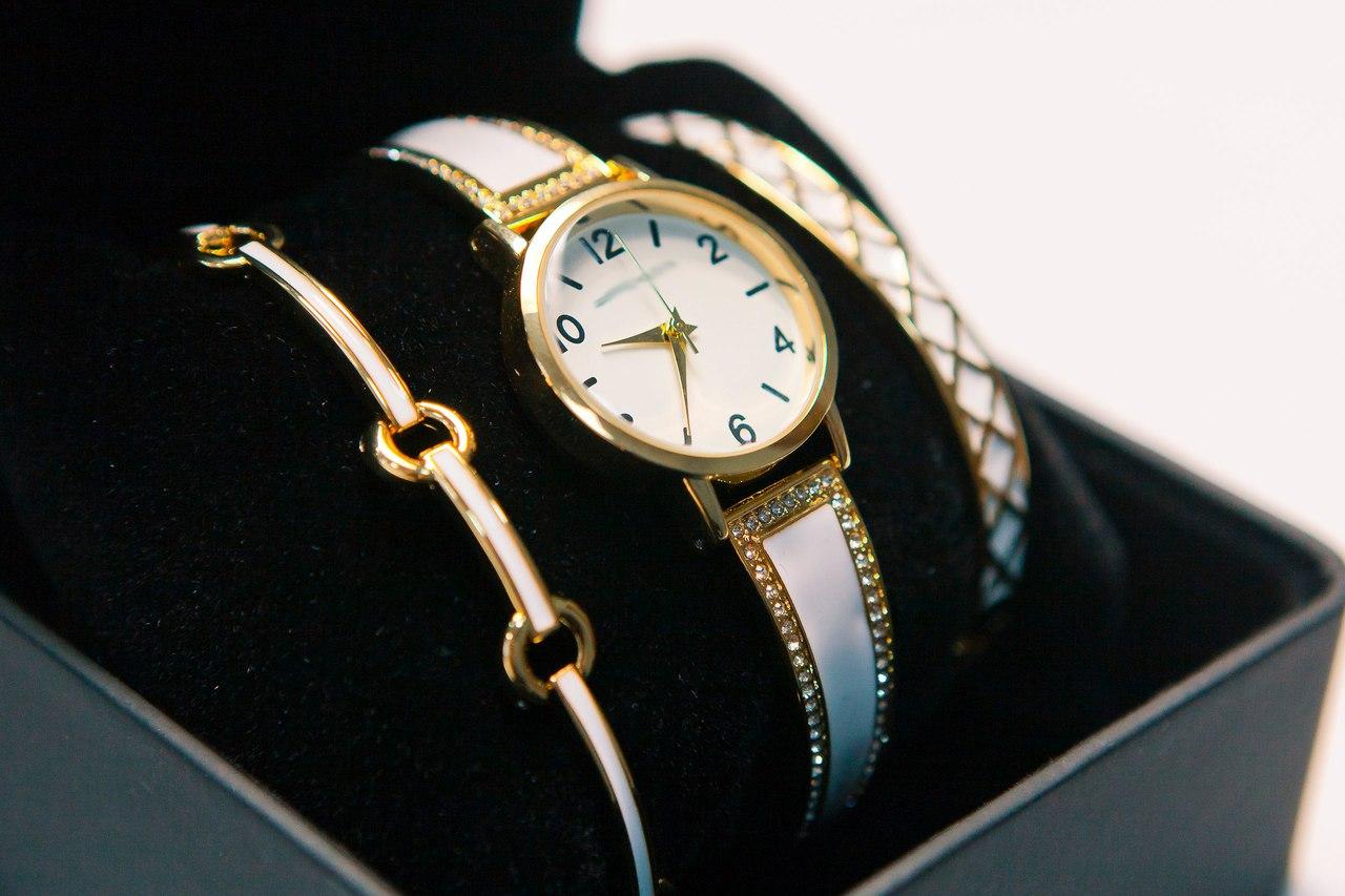 ананас часы anne klein с браслетами фото нашли ответа